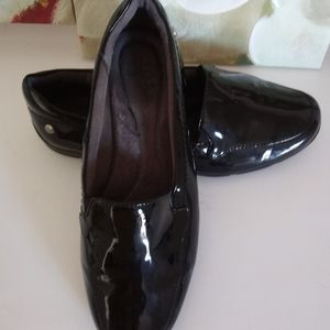 Life Stride patent slipon shoes